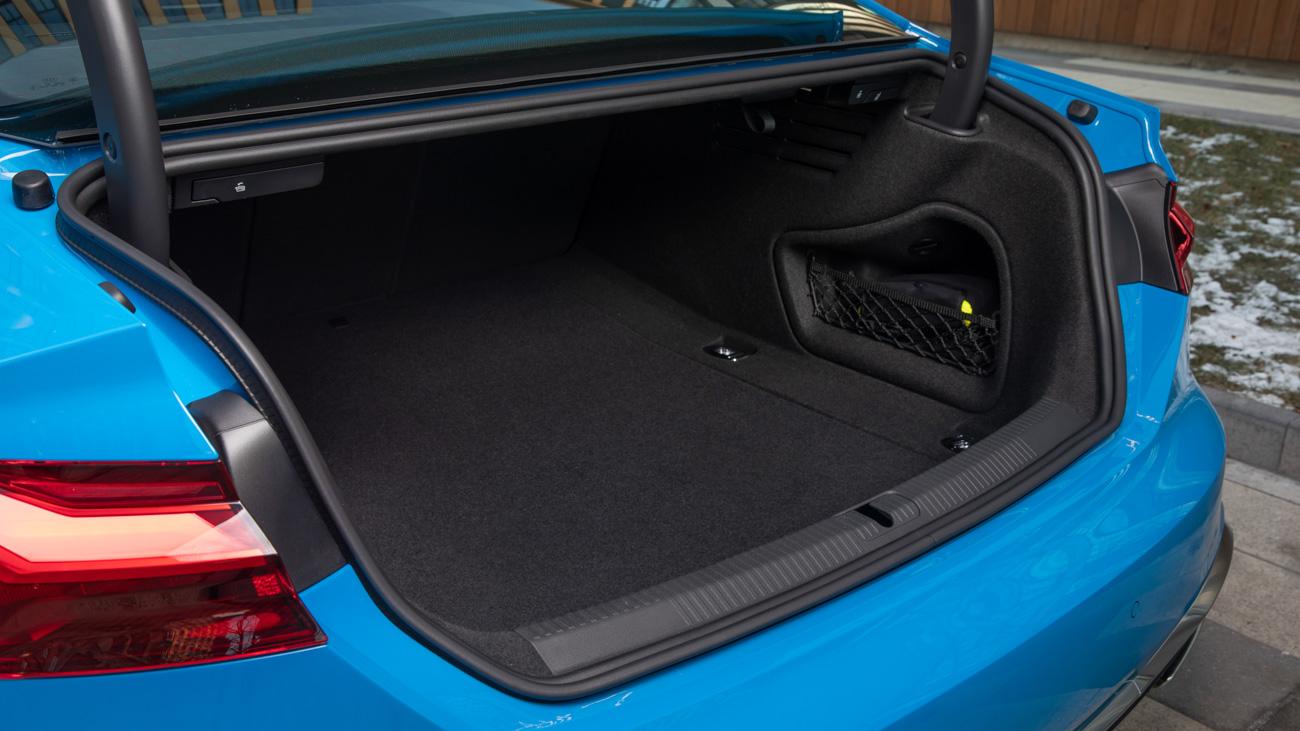 У А5 грузовой отсек немного меньше. Coupe – 450 литров, Sportback – 465 с расширением до 1280 литров