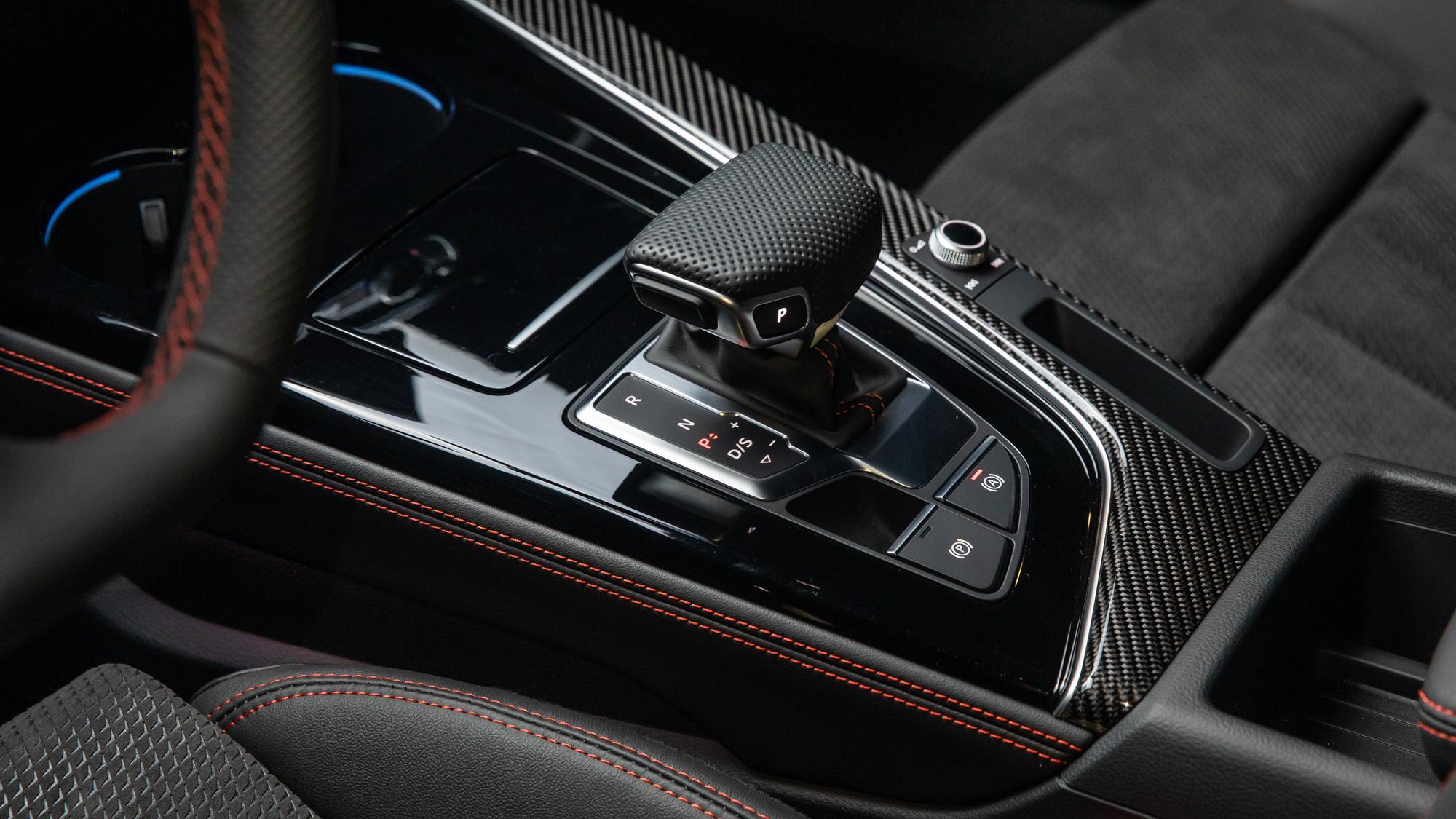 Все версии автомобиля – с 7-ступенчатым «роботом» S-Tronic. Как он будет распоряжаться 150 силами – вопрос пока открытый, но в паре с самым мощным мотором коробка работает отлично