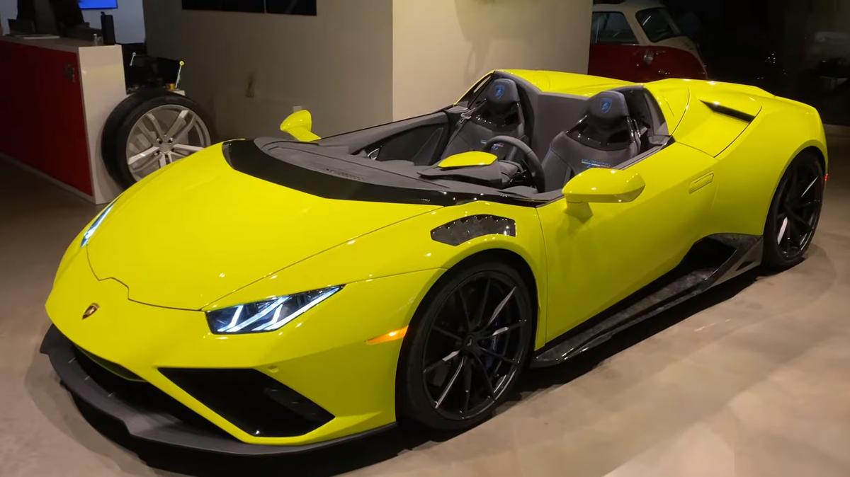 Посмотрите, на что похож Lamborghini Huracan со спиленным лобовым стеклом