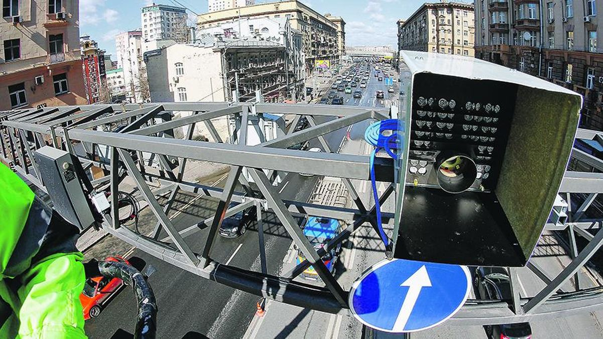 Началось: камеры стали штрафовать водителей за ремень и телефон