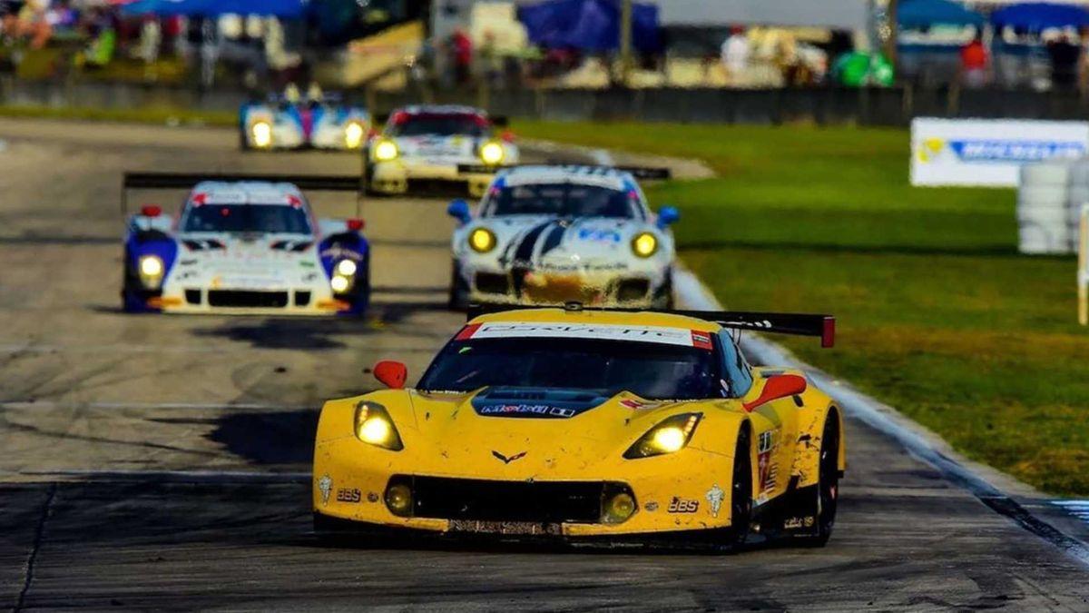 На продажу выставили гоночный Corvette с хорошим «послужным». Почти за миллион долларов