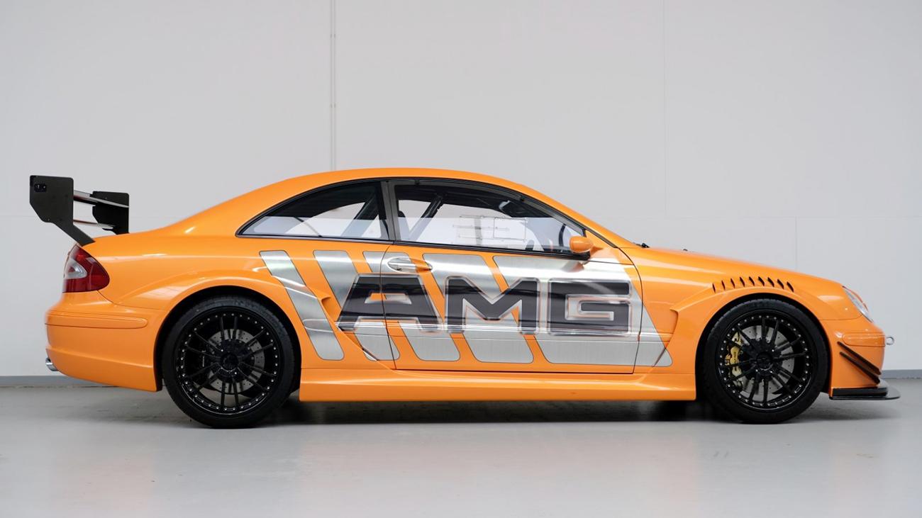 Мерседес серии DTM продают за 54 млн рублей. И это недорого: таких машин всего две