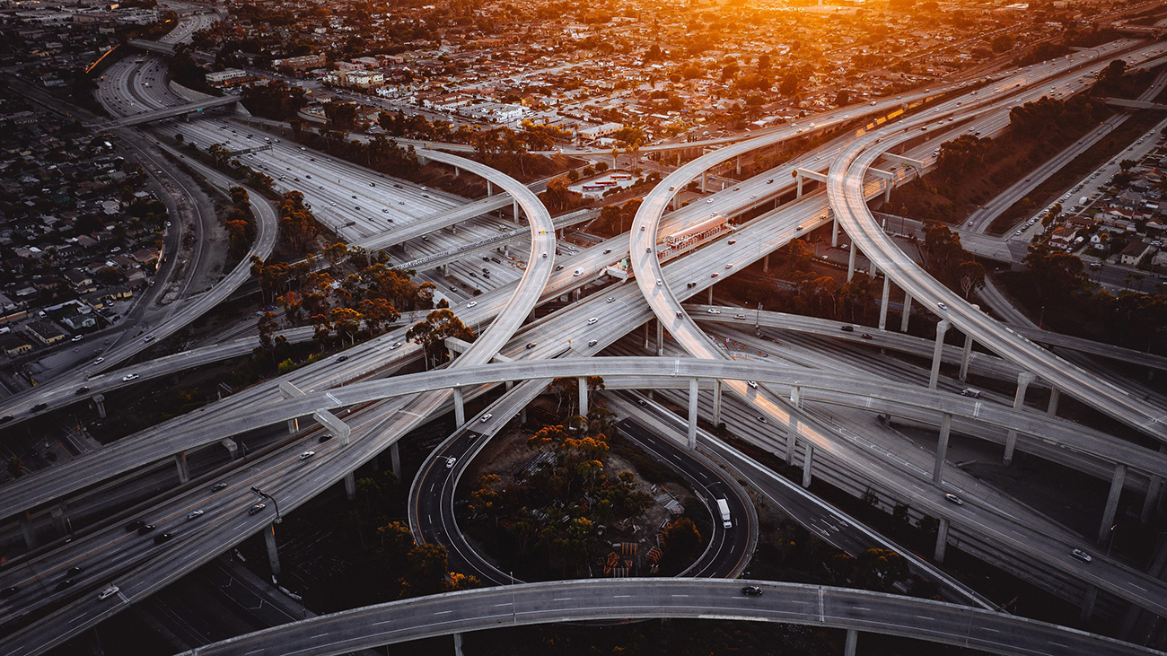 7 невероятных дорожных развязок, от которых может укачать