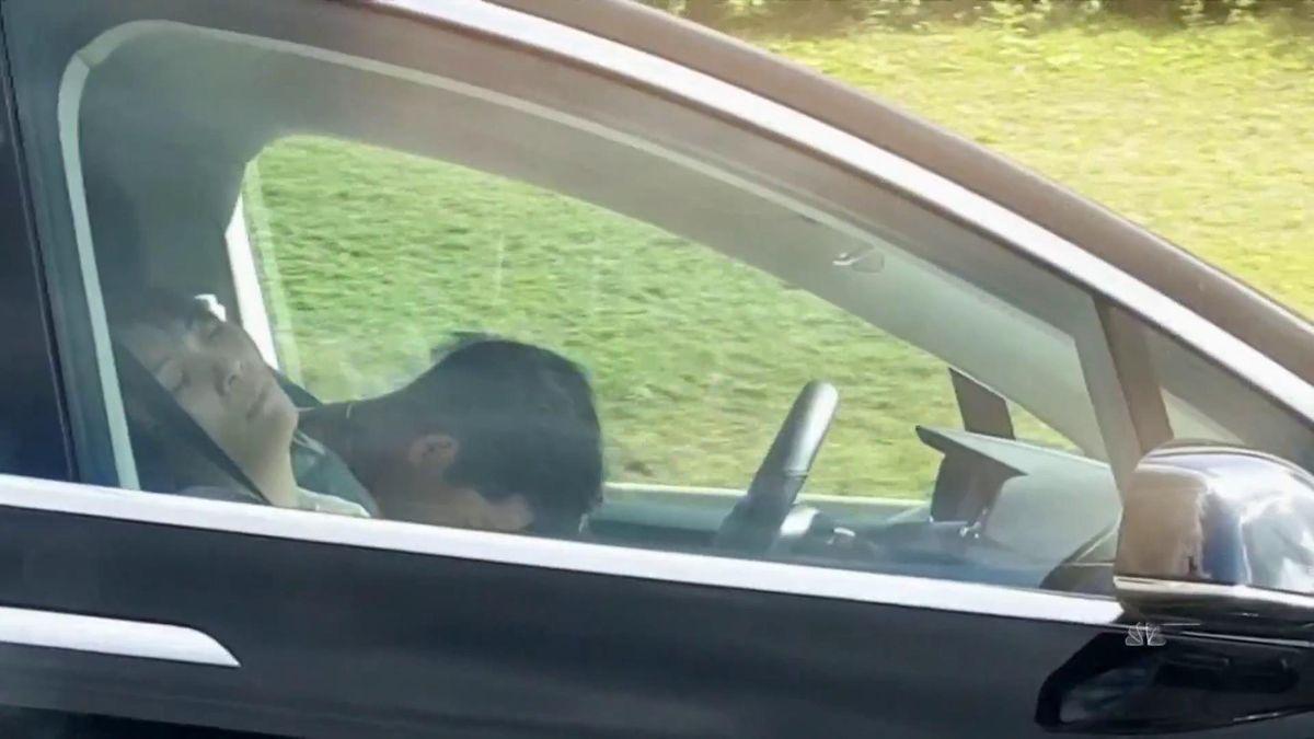 Водитель Теслы спал за рулём на скорости 150 км/ч: теперь его ждёт суд