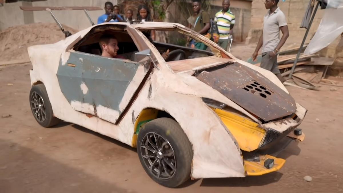 Африканский подросток построил себе машину из мусора за 200 долларов