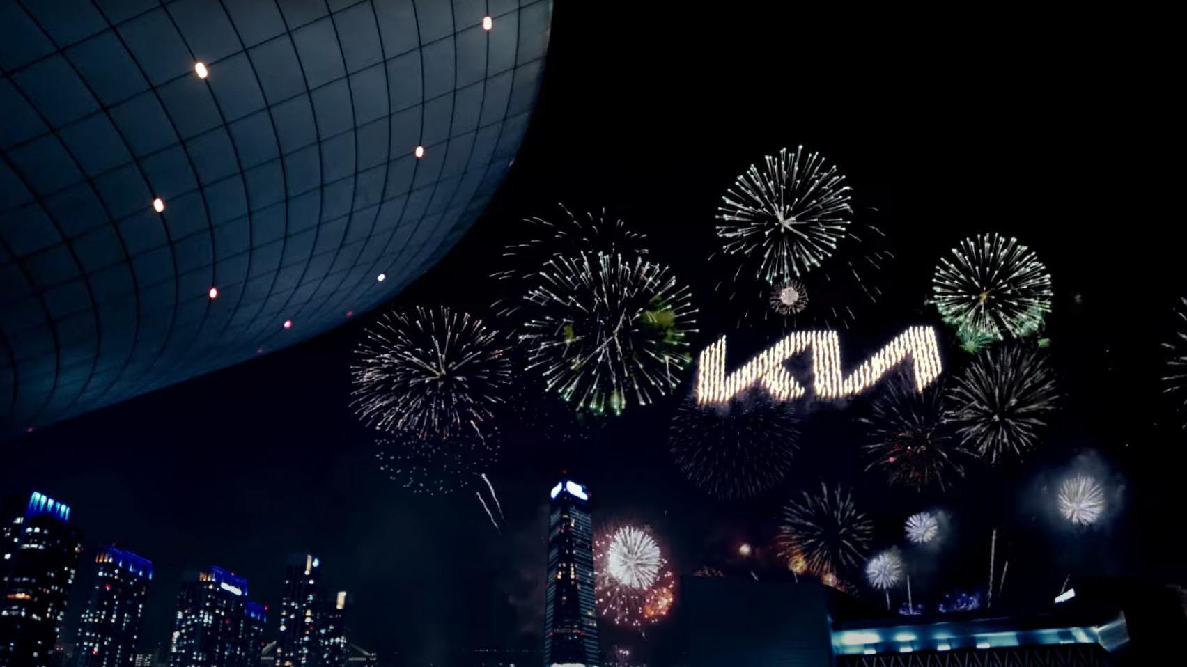 Новое лого Kia представили танцующие пиродроны: видео