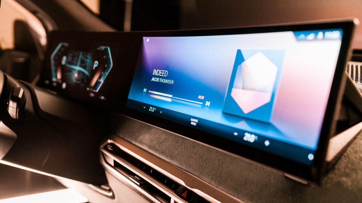 BMW анонсировала новейший дисплей и iDrive нового поколения