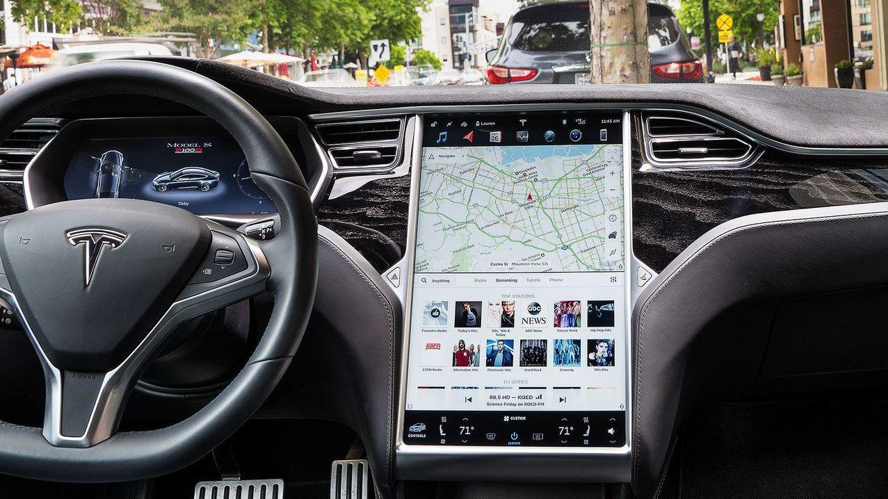 Tesla грозит отзыв 158 тысяч машин из-за сенсорных экранов