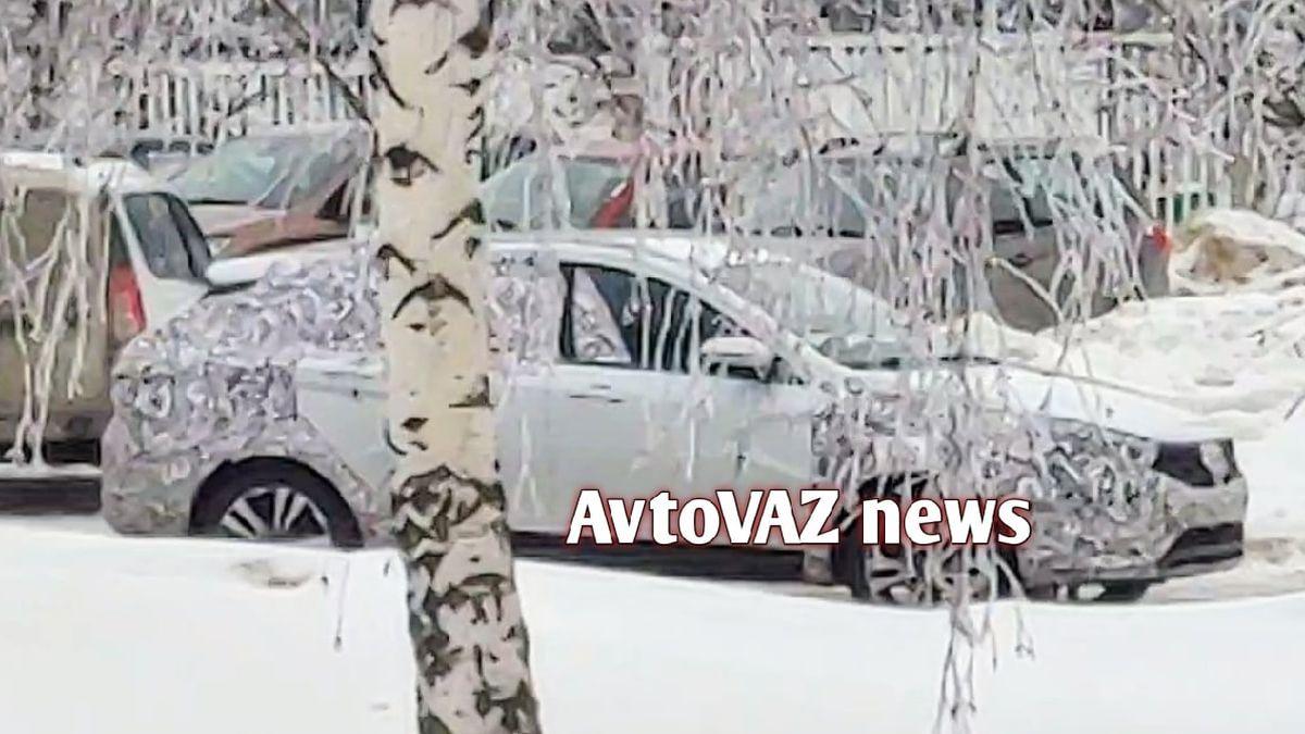 С обновлённых Lada Vesta начали снимать камуфляж
