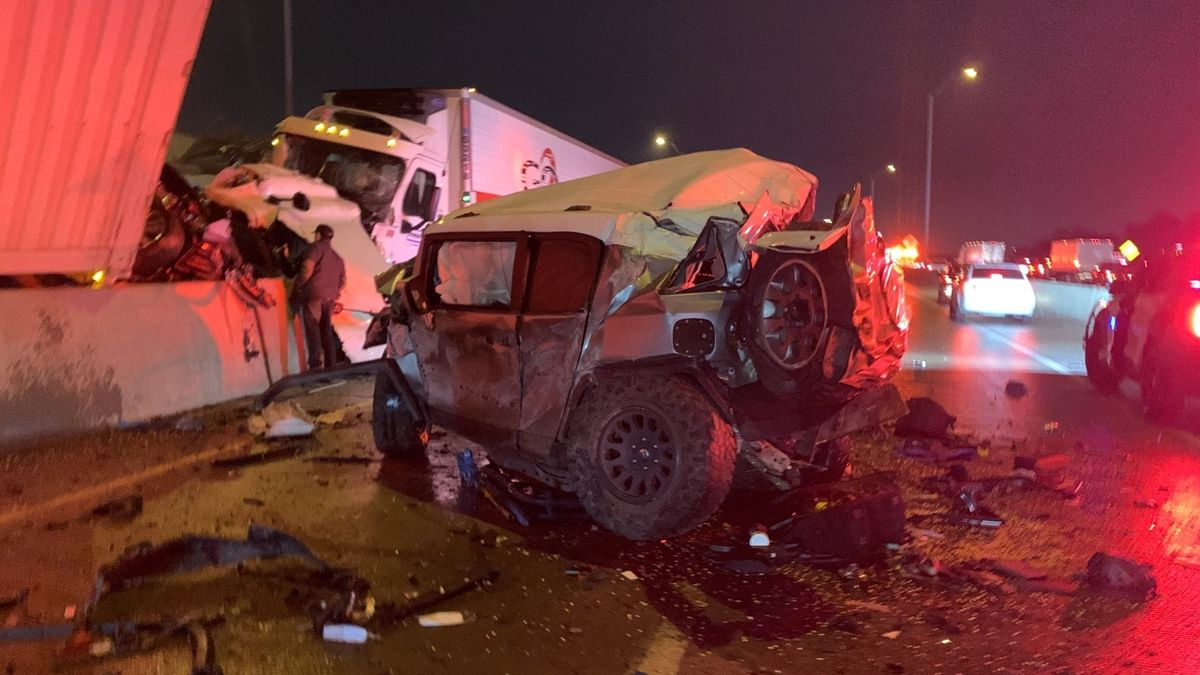 Врач попал в крупную аварию, но спасал раненых: Toyota подарит ему новую машину