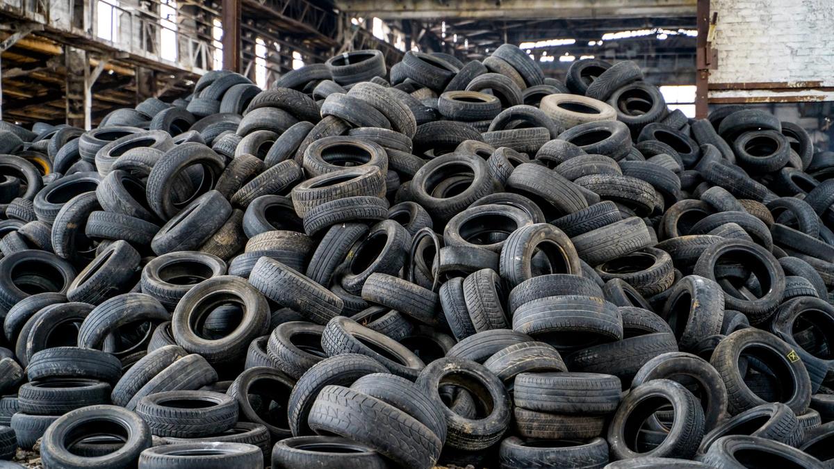 Учёные придумали способ перерабатывать старые шины в графен. Он делает бетон очень прочным
