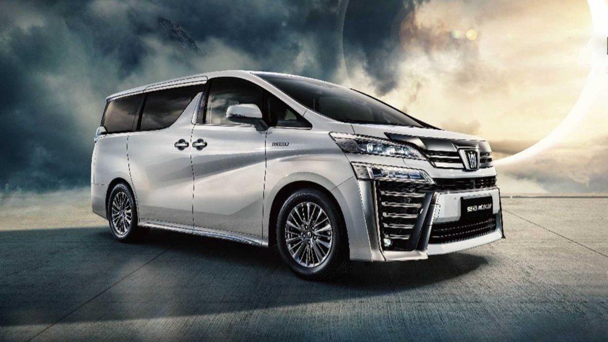 У семейства Toyota Crown появился минивэн за 10 миллионов рублей