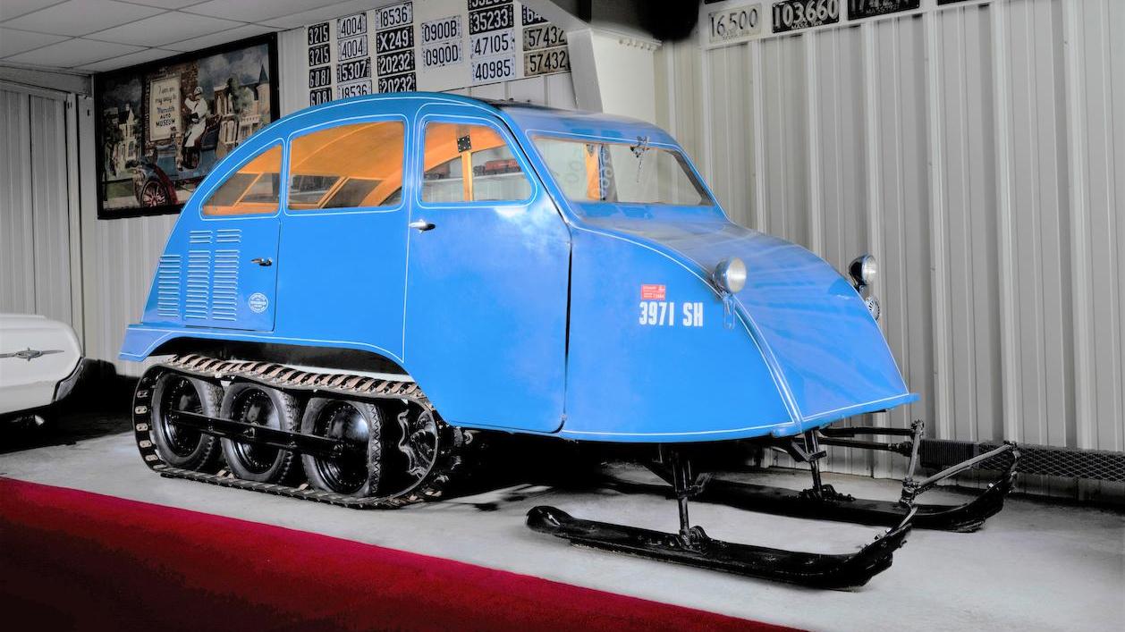 Снегоход времён Второй мировой выставили на продажу. У него семь мест и V8